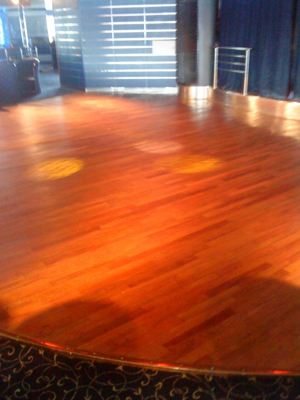 rengøring af lakerede gulve